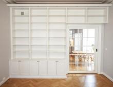 Platsbyggd bokhylla på Östermalm